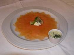 Lachscarpaccio mit Pesto und Limonenvinaigrette