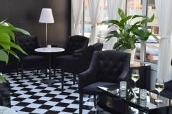 Wein und Flammkuchen: Brasserie La Maison in Frankfurt am Main eröffnet