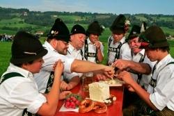 Weißlacker-Käse aus dem Allgäu erhält geschützte Ursprungsbezeichnung