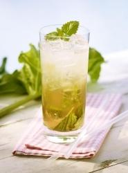 Katerfreier Genuss mit alkoholfreien Mineralwasser-Cocktails