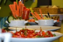 Vegane Großverpflegung: Albert Schweitzer Stiftung stellt Leitfaden vor