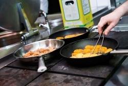 Wisag Catering schult Mitarbeiter im veganen Kochen