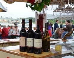 Premiere: Erster Weinmarkt auf dem Luisenplatz in Potsdam