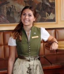 Platzl Hotel München: Maria Davoli ist Gastgeberin im Wirtshaus Ayingers