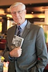 Bewegte Lebensgeschichte: Eugen Block präsentiert seine  Biografie