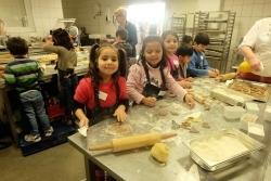 Integration: Gauls Catering ludt Flüchtlingskinder zum Backen ein