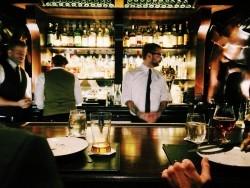 Vom Jugendschutz bis hin zur Preisangabenverordnung: Aushangpflichtige Gesetze in der Gastronomie