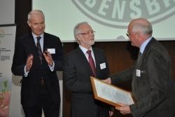 Lebensbaum-Gründer mit IG FÜR Ehrenbrief ausgezeichnet