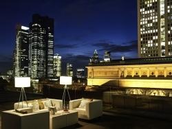 Sofitel Frankfurt Opera: Lilli's Bar serviert Apero auf der  Dachterrasse