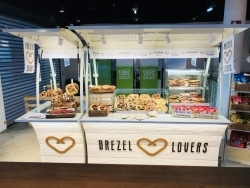 Flughafen Frankfurt: Casualfood startet neues Konzept Brezel Lovers