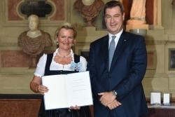 Bayern: DEHOGA-Präsidentin Angela Inselkammer erhält Verdienstorden