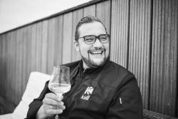 Hafencity Hamburg: Kirill Kinfelt eröffnet neues Restaurant Kinfelts Kitchen & Wine