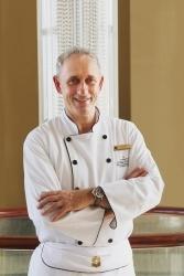 Shangri-La Hotels & Resorts: Spitzenkoch Paul Wieser kocht im Oman