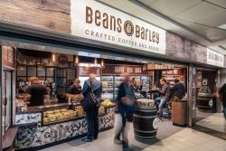 Flughafen Berlin-Schönefeld: Casualfood startet neues Konzept Beans & Barley
