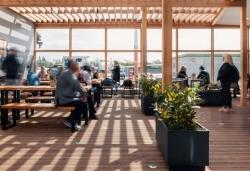 Casualfood: Erster Hermann's Beer Garden am Flughafen Berlin-Tegel