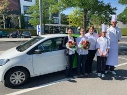 Flitzer: Marché International überrascht Gewinnerinnen von Azubi-Mobil