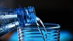 Verbraucherzentrale Hamburg: Bio-Mineralwasser oft unverhältnismässig teurer