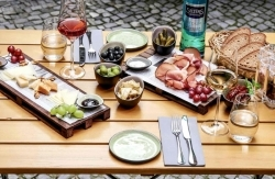Berlin: Bistro & Weinbar Der Weinlobbyist schenkt edle Tropfen aus