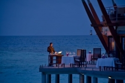 Malediven: Baros Maldives feiert sein Lighthouse Restaurant