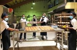 Azubitausch: Angehende Köche erproben sich in der Backstube